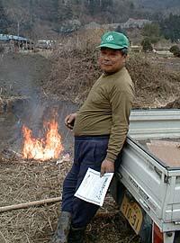 焚き火をしていたおじさん